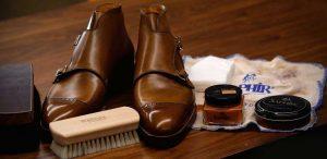 از پوشاک چرم نگهداری کنیم؟ 300x146 - راهنمای خرید و نگهداری محصولات چرمی